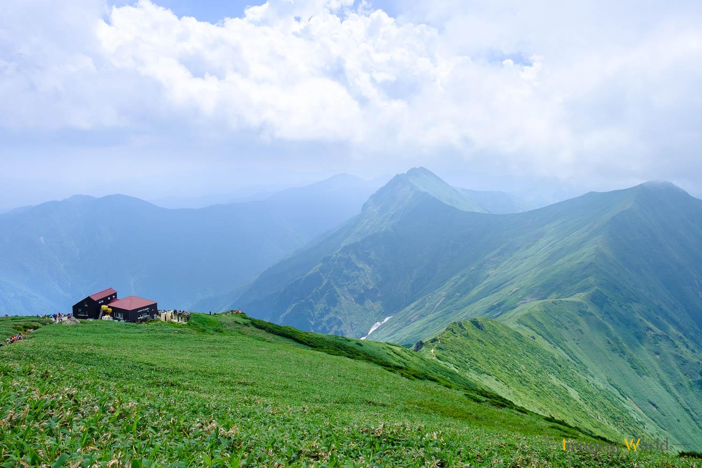 擬人化された山小屋